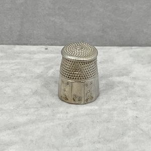Sterling silver thimble #637